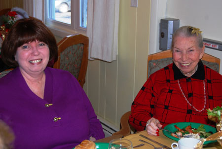 Residents and Their Families Celebrate the Holiday Season at McPeak's Annual Party